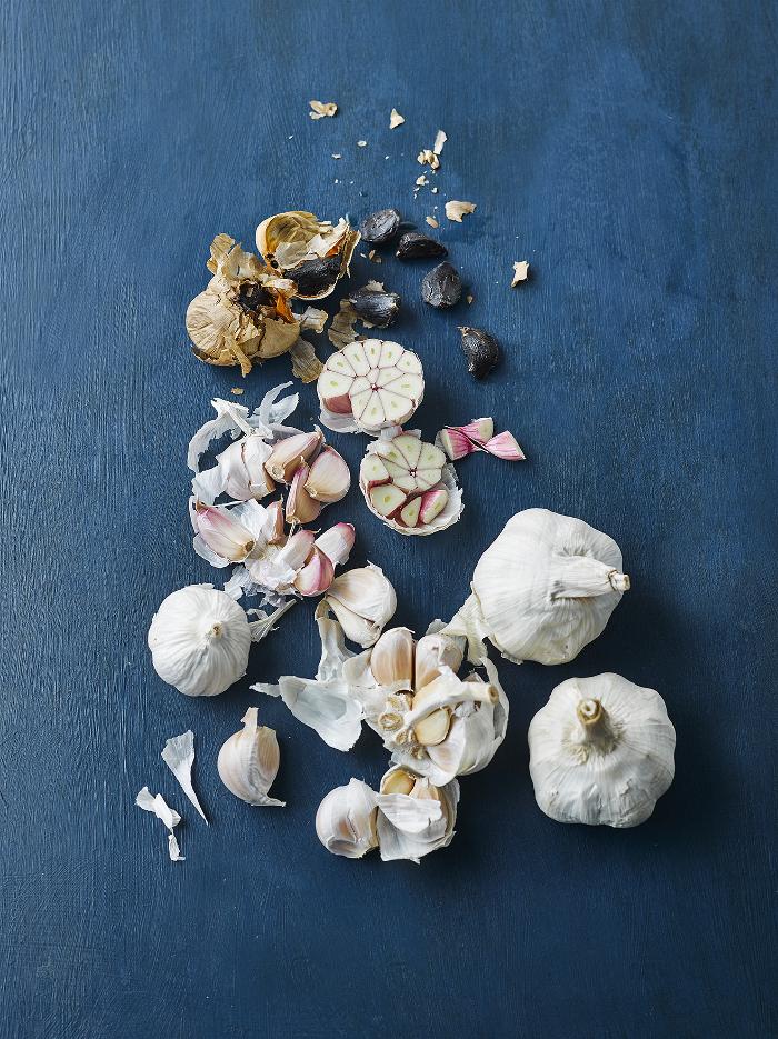 Garlic, from fresh bulbs to black garlic